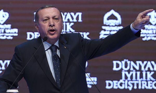 Erdogan provoziert weiter. Beliebte Ziele seiner verbalen Ausritte: Die Niederlande und Angela Merkel. / Bild: (c) APA/AFP/OZAN KOSE (OZAN KOSE)