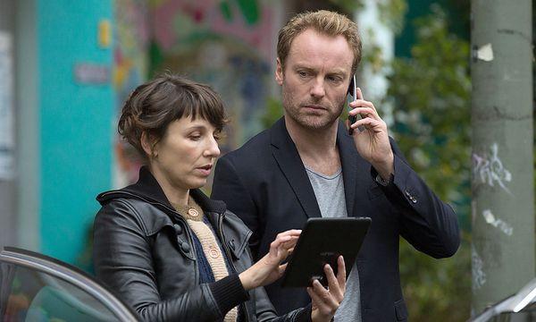 """Meret Becker und Mark Waschke im """"Tatort: Wir - Ihr - Sie"""" / Bild: (c) rbb/Frédéric Batier"""