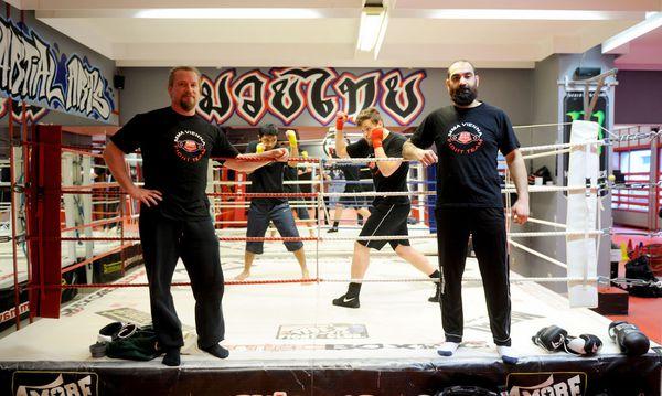 Nicolas Löckel und Branimir Radosavljevic (r.) trainieren im MMA Vienna viele Jugendliche. Auch der tschetschenische Star Mairbek Taisumov hat hier seine Basis.  / Bild: Die Presse