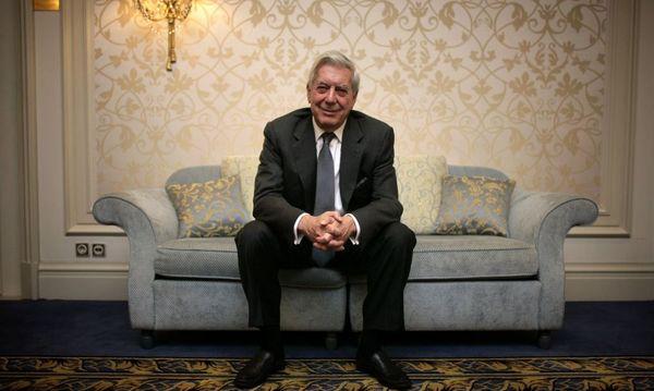 Ja, Vergnügen sei unentbehrlich, sagt Literaturnobelpreis-träger Vargas Llosa. Aber die Aufgabe des Journalismus ist etwas anderes: über den Zustand der Welt zu informieren, in der wir leben. / Bild: Fredrik von Erichsen / dpa / picturedesk.com
