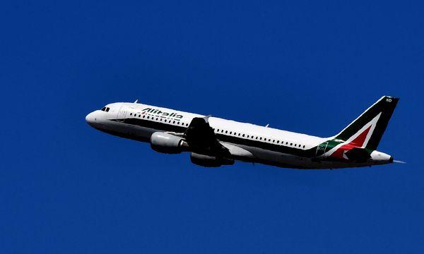 Die insolvente Airline fliegt auf Kredit. Gut sieben Milliarden Euro an italienischen Staatsgeldern sind seit 1974 in die Alitalia geflossen. / Bild: (c) APA/AFP/ALBERTO PIZZOLI