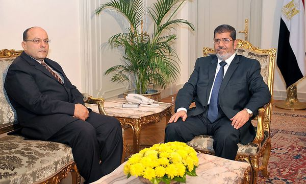 Talaat Ibrahim (li.) mit Mohammed Mursi / Bild: EPA