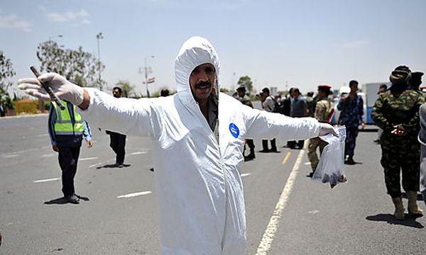 Spurensicherung nach dem Anschlag auf eine Übung für eine Militärparade / Bild: (c) EPA (Yahya Arhab)
