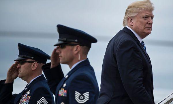 Donald Trump erzielt einen knappen Sieg. / Bild: APA/AFP/BRENDAN SMIALOWSKI