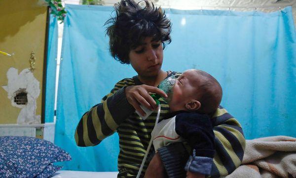 Opfer eines Gasangriffs auf Duma. / Bild: APA/AFP/HASAN MOHAMED