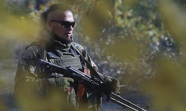 Ein ukrainische Kämpfer eines Freiwilligenbataillons / Bild: APA/EPA/OLEG PETRASYUK
