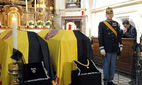 Habsburg: Totenwache in der Kapuzinergruft / Bild: Otto von Habsburg und Gemahlin Regina aufgebahrt in der Kapuzinergruft (c) EPA (Roland Schlager)