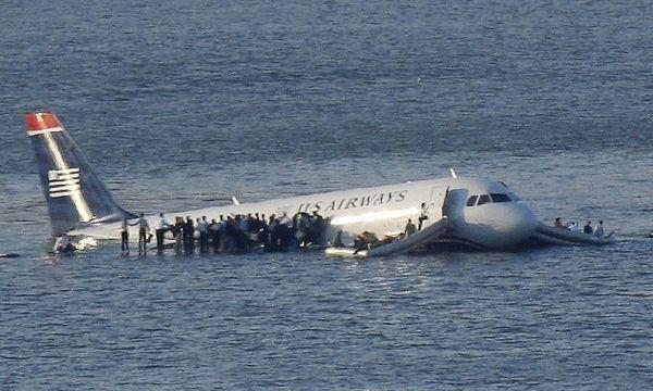 Nur einem sehr erfahrenen Piloten wie Chelsey Sullenberger (damals 57) konnte die Landung auf dem Hudson River gelingen.  / Bild: Reuters