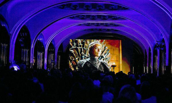 """""""Game of Thrones""""-Fans bei einer Vorführung der aktuellen Staffel. / Bild: APA/AFP/VASILY MAXIMOV"""