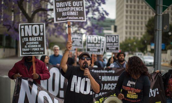 Trump-Gegner machen mobil. In einer Onlinepetition forderte mehr als eine Million Menschen ein Amtsenthebungsverfahren. / Bild: (c) APA/AFP/DAVID MCNEW (DAVID MCNEW)