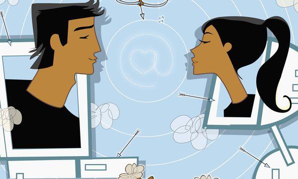 Mann und Frau auf Computerbildschirmen k�ssen sich PUBLICATIONxINxGERxSUIxAUTxONLY VladaxKramina 109 / Bild: (c) imago/Ikon Images (imago stock&people)