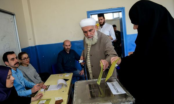 Ein Wahllokal in der Türkei. / Bild: APA/AFP/YASIN AKGUL