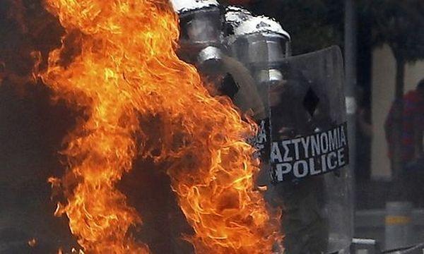 Athen: Brand vor Finanzministerium ausgebrochen  / Bild: (c) REUTERS (John Kolesidis)
