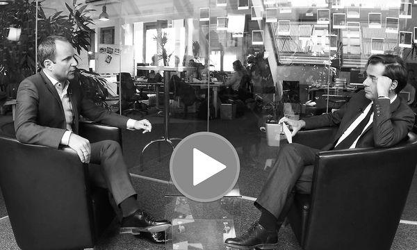 """""""Presse"""" Chefredakteur im Video-Interview mit Neos-Chef Matthias Strolz / Bild: Shervin Sardari"""