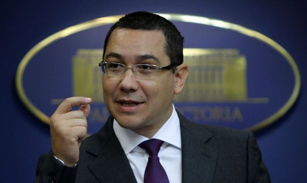 File picture shows Romania's Prime Minister Victor Ponta gesturing during a news conference at Victoria palace in Bucharest / Bild: REUTERS