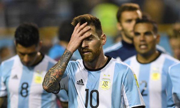 Lionel Messi trifft nicht, in der Fußballnation Argentinien geht die Angst um. / Bild: (c) APA/AFP/EITAN ABRAMOVICH