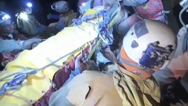 Verletzter Höhlenforscher ist geborgen / Bild: (c) Reuters (Reuters, JUN 19 BERGWACHT BAYERN, JUN 19)
