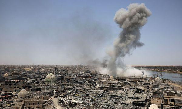 Eine Stadt in Trümmern: Monatelange, heftige Kämpfe und jahrelange IS-Terrorherrschaft zerstörten die einstige bedeutende und boomende irakische Wirtschaftsmetropole vollständig. Große Teile der Stadt sind vermint und unbewohnbar. / Bild: (c) APA/AFP/AHMAD AL-RUBAYE