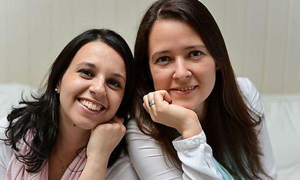 Babymoments-Gründerinnen Nadja Rathmanner (links) und Petra Konrad (rechts). / Bild: (c) NORA K.