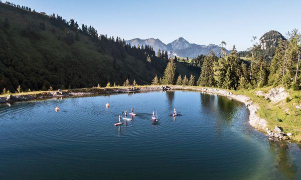 (c) Salzbuger Saalachtal Tourismus Speicherwasser nahe der Loferer  Bergstation wird zum SUP-Gelände.