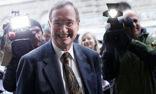 Der scheidende Wirtschaftsbundpräsident Leitl hält sich offen, wann er auch das Amt des Wirtschaftskammerchefs abgibt. / Bild: APA/GEORG HOCHMUTH