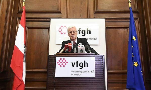 Holzinger bei seiner ersten Stellungnahme nach dem Urteil. / Bild: APA/HELMUT FOHRINGER