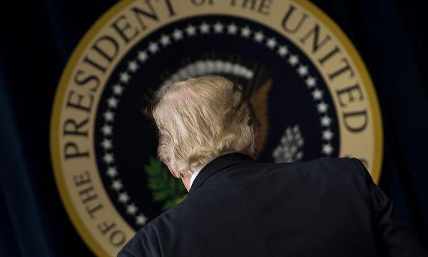 Donald Trump lässt die Zukunft des syrischen Präsidenten Bashar al-Assad offen. / Bild: (c) APA/AFP/BRENDAN SMIALOWSKI (BRENDAN SMIALOWSKI)