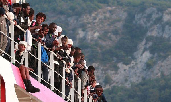 Seit Jahresbeginn erreichten 90.000 Flüchtlinge die Küsten Italiens. / Bild: APA/AFP/CARLO HERMANN