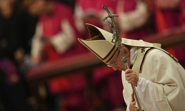Papst Franziskus bei der Christmette  / Bild: APA/AFP/ANDREAS SOLARO
