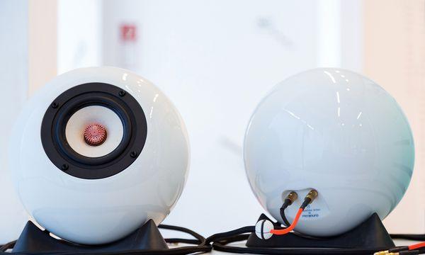 (c) Beigestellt Runder Klang. Augarten Porzellan produziert die mo-Sound-Lautsprecher.