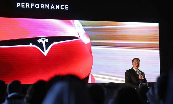 Elon Musk gibt erste Details zum Crossover Tesla preis. / Bild: (c) AFP (KARIM SAHIB)