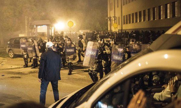 Polizeieinheiten in Mazedonien nach dem Sturm auf das Parlament / Bild: APA/AFP/ROBERT ATANASOVSKI