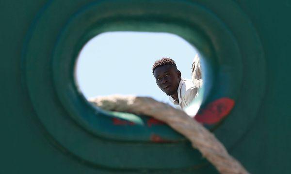 Seit Jahresbeginn sind mehr als 2300 Flüchtlinge im Mittelmeer ums Leben gekommen. / Bild: APA/AFP/CARLO HERMANN