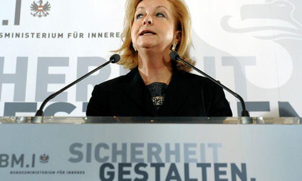 Fekter zur Asyl-Umfrage: ''Das ist verpulvertes Geld'' / Bild: Innenministerin Maria Fekter (c) AP (Hans Punz)