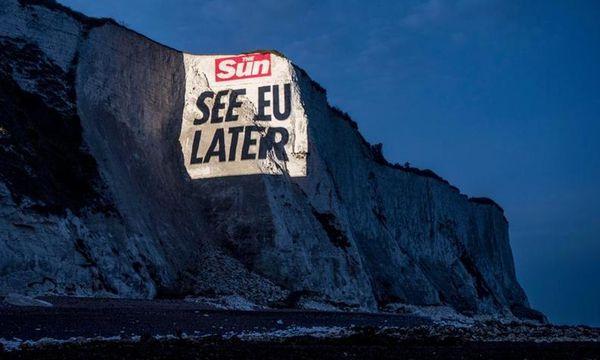 """Die """"Sun"""" warf Abschiedsgrüße auf die Felsen von Dover / Bild: (c) The Sun"""