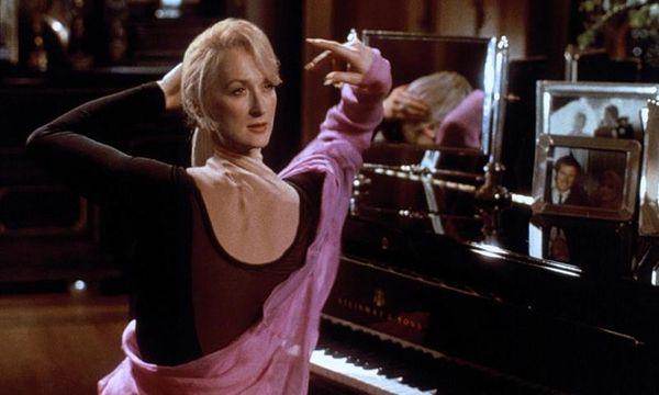 """Auch unsterbliche Körper sind verletzbar: Meryl Streep in der Groteske """"Der Tod steht ihr gut"""". / Bild: (c) Universal Pictures"""