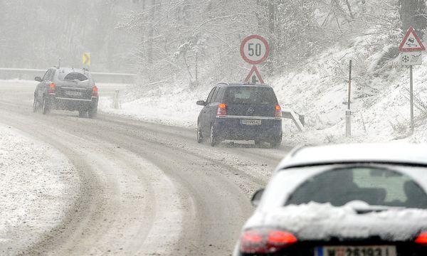 Schneefahrbahnen gibt es heute in ganz Österreich in allen Höhenlagen. / Bild: (c) APA/HERBERT PFARRHOFER (HERBERT PFARRHOFER)