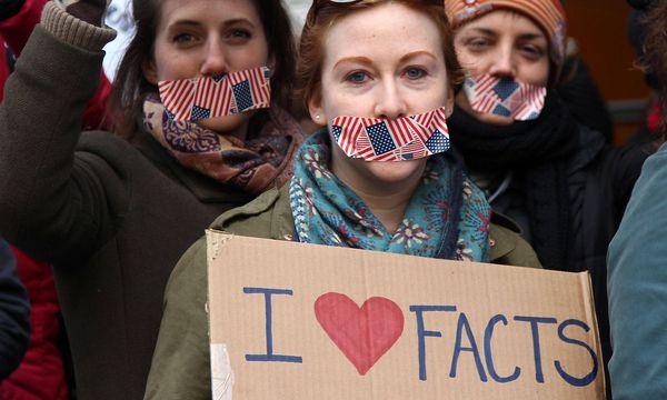 Protest gegen Medienausschluss des Weißen Hauses in New York. / Bild: imago/ZUMA Press