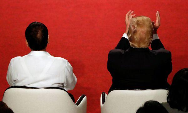 Donald Trump fühlte sich beim ASEAN-Gipfel in Manila ebenfalls wohl, auch dank des roten Teppichs. / Bild: REUTERS