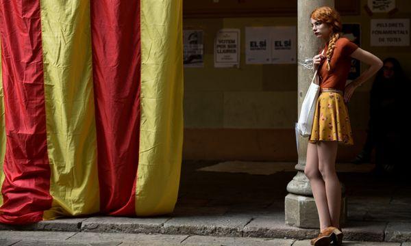 Eine Studentin demonstriert für die Unabhängigkeit.  / Bild: (c) REUTERS (ELOY ALONSO)