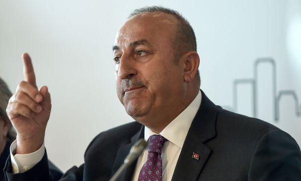Der türkische Außenminister, Çavuşoğlu, trifft heute seinen deutschen Amtskollegen, Sigmar Gabriel. / Bild: (c) APA/AFP/OZAN KOSE