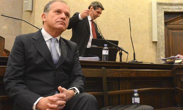 Strasser und sein Verteidiger Kralik / Bild: (c) APA
