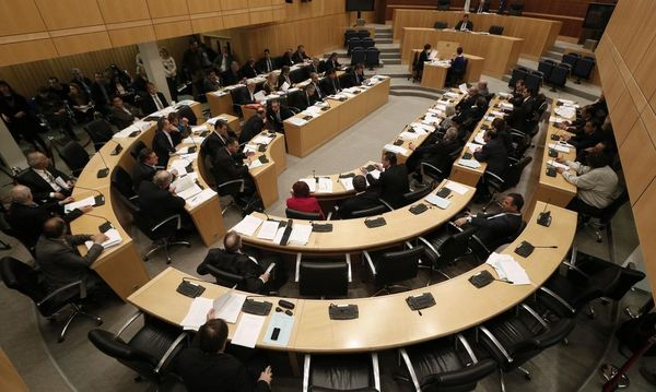Parlament gibt grünes Licht für höhere Steuern / Bild: REUTERS