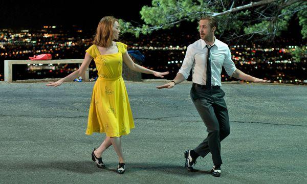 Zwei Verliebte mit großen Plänen: Mia (Emma Stone) träumt von einer Schauspielkarriere, Sebastian (Ryan Gosling) vom eigenen Jazzclub. / Bild: (c) Constantin Film