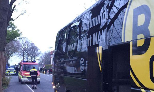 Der attackierte Bus des BVB. / Bild: APA/AFP/dpa/CARSTEN LINHOFF