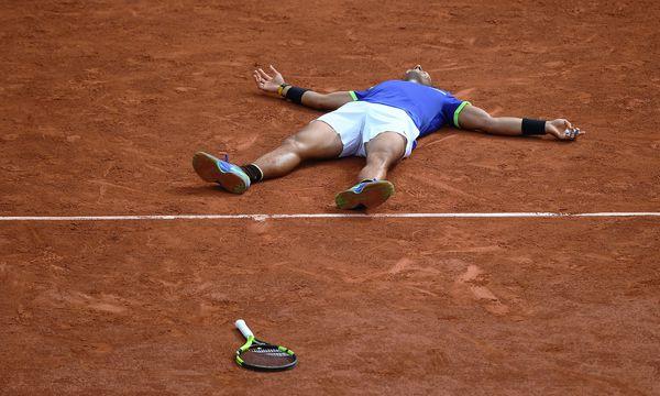 "Am Ziel aller Träume: Nadal gelang ""La Decima"", der zehnte Paris-Triumph. / Bild: (c) APA/AFP/LIONEL BONAVENTURE (LIONEL BONAVENTURE)"