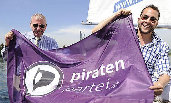 Die beiden Bundesvorstände der österreichischen Piratenpartei Rodrigo Jorquera (R) und Stephan Raab (L)  / Bild: (c) APA/HELMUT FOHRINGER (Helmut Fohringer)