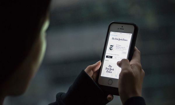 Die Zensur beginnt bereits bei der App. Zumindest gilt das für die VR China. / Bild: (c) APA/AFP/FRED DUFOUR