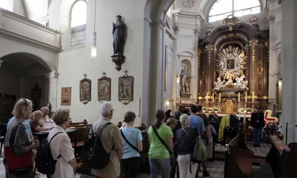 Habsburg: Menschenschlangen vor der Kapuzinerkirche / Bild: (c) AP (Lilli Strauß)
