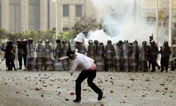Proteste in Ägypten: Das Militär greift ein / Bild: (c) AP (Victoria Hazou)